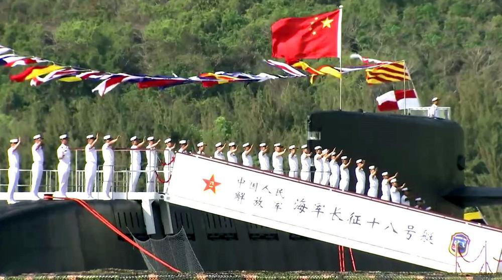 Ông Tập đích thân tham gia bàn giao tàu khủng ở biển Đông: Ẩn ý sau những điểm bất thường - Ảnh 4.