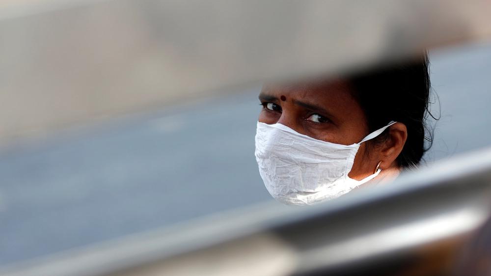 Ấn Độ: Bệnh nhân Covid-19 phải tự lo liệu, nhân viên tình nguyện nhận 15.000 cuộc gọi cầu cứu/ngày, đỉnh dịch vẫn chưa tới - Ảnh 4.
