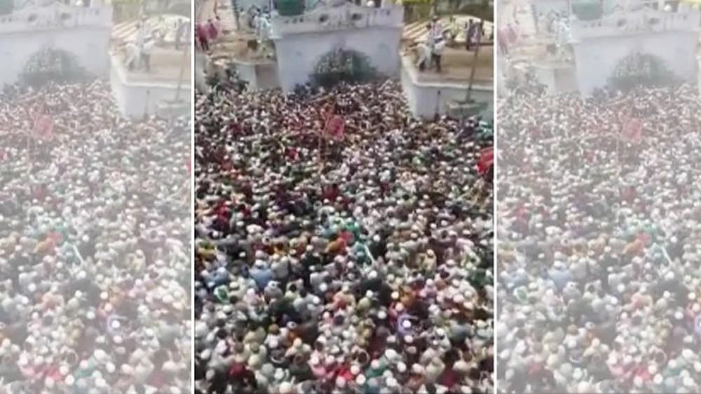 Kinh hãi biển người tham gia tang lễ một giáo sĩ ở Ấn Độ: Đông nghịt, không có không gian để thở - Ảnh 1.