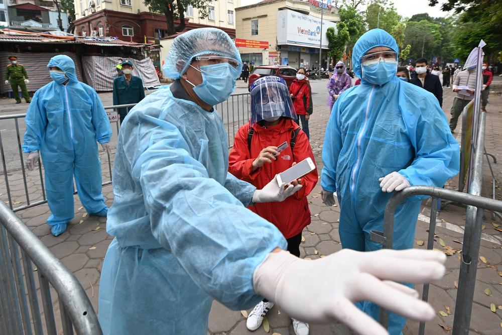 Chuyên gia dịch tễ: 2 mũi tấn công khiến làn sóng dịch bệnh thứ 4 ở Việt Nam trở nên phức tạp - Ảnh 1.