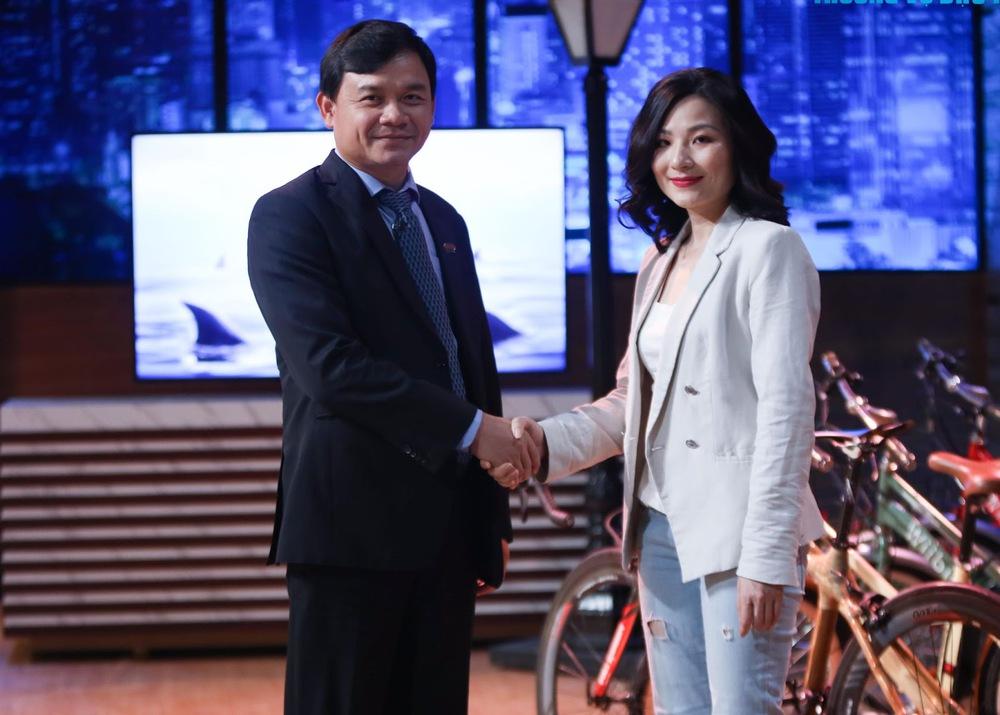 Shark Phú chốt đầu tư vì nhan sắc của nữ CEO: Gameshow không phải phòng ngủ của các Shark - Ảnh 2.