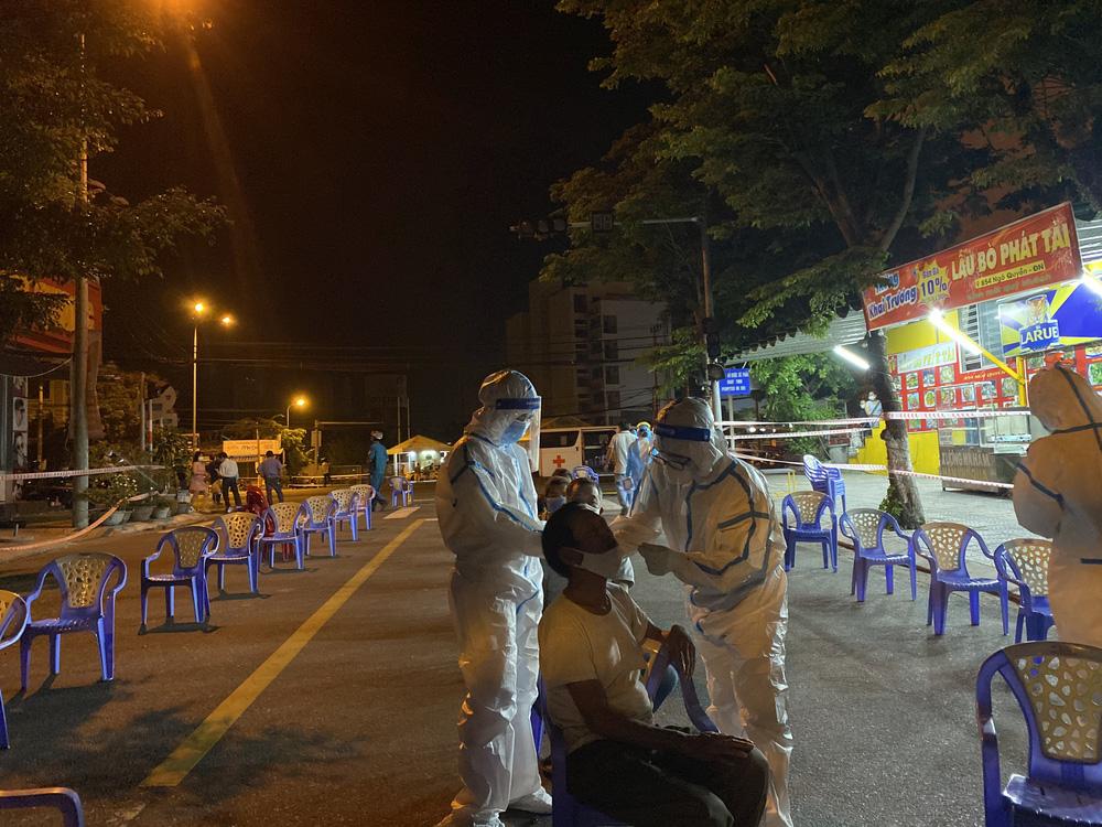 Thêm 34 ca dương tính SARS-CoV-2 từ F0 chưa rõ nguồn lây, Đà Nẵng phong toả khu công nghiệp - Ảnh 8.
