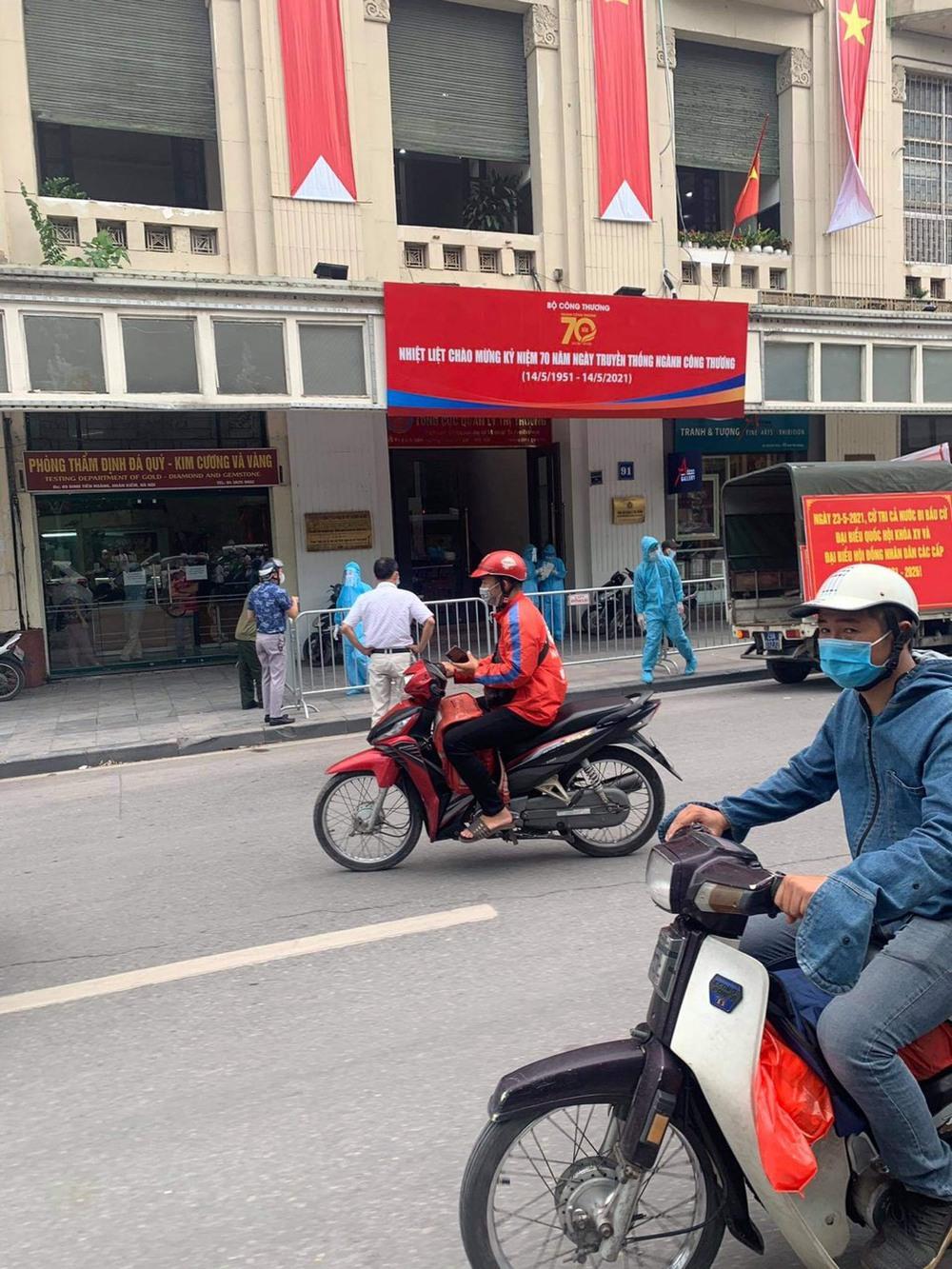 Hà Nội: Phát hiện cặp vợ chồng ở quận Thanh Xuân dương tính SARS-CoV-2 - Ảnh 1.