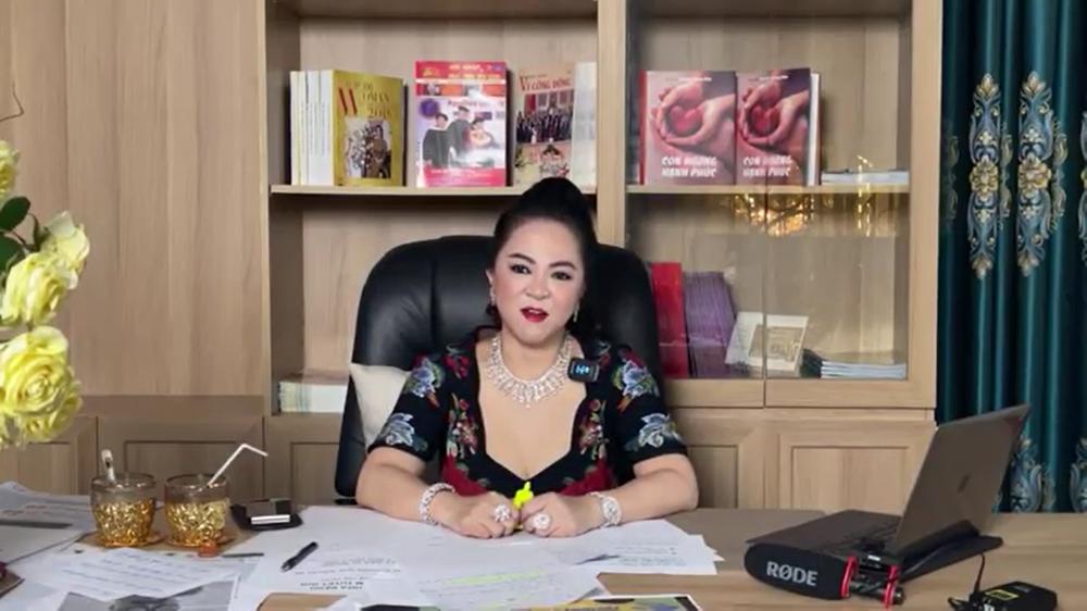 Bà Nguyễn Phương Hằng kể chuyện hoa hậu mua giải, được mời đi thi sắc đẹp nhưng từ chối - Ảnh 1.