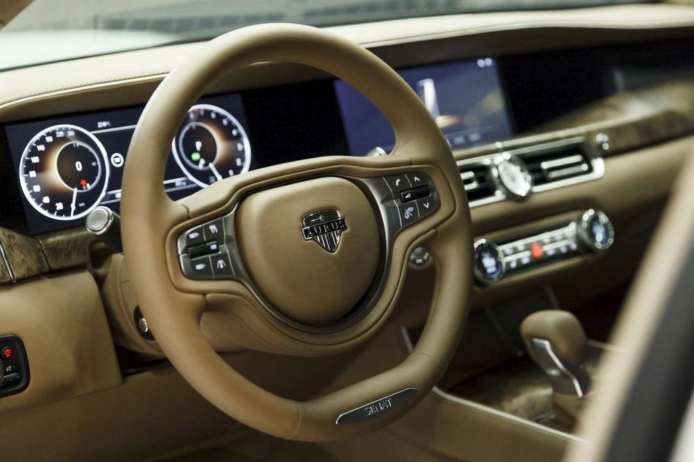 Chiếc xe thường dân từ mẫu xe bảo vệ Putin khiến thế giới choáng ngợp - Ảnh 3.