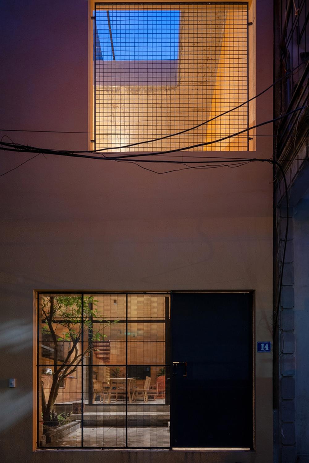 Chiêm ngưỡng ngôi nhà với thiết kế tinh giản đầy mê hoặc ở Trâu Quỳ - Ảnh 3.