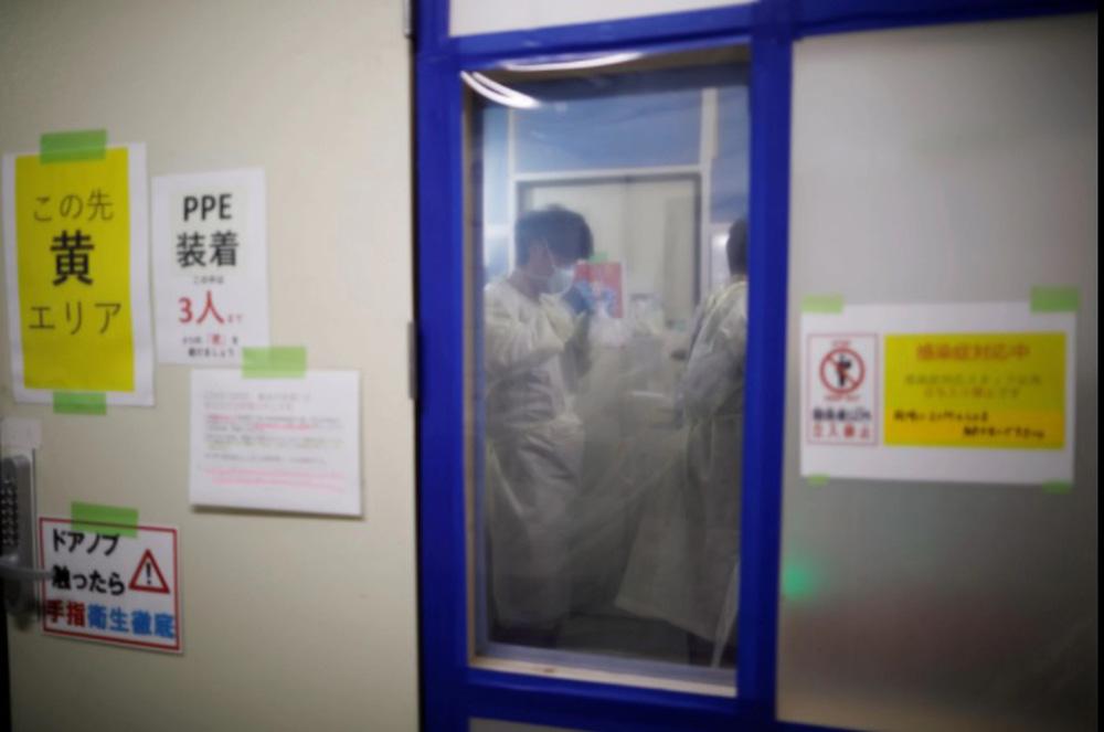 Nhật Bản cũng chật vật vì COVID-19: Bệnh viện quá tải, bệnh nhân chết ngay tại nhà - Ảnh 1.