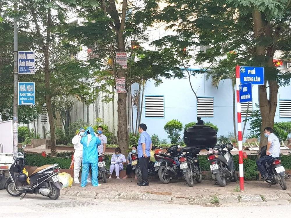 Phong toả quán phở ở Văn Quán liên quan đến ca dương tính SARS-CoV-2 - Ảnh 1.