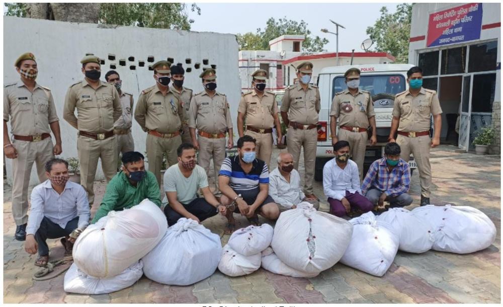 Hành động gây phẫn nộ: Thương nhân Ấn Độ đánh cắp quần áo của người chết vì Covid-19 rồi bán cho người sống - Ảnh 1.