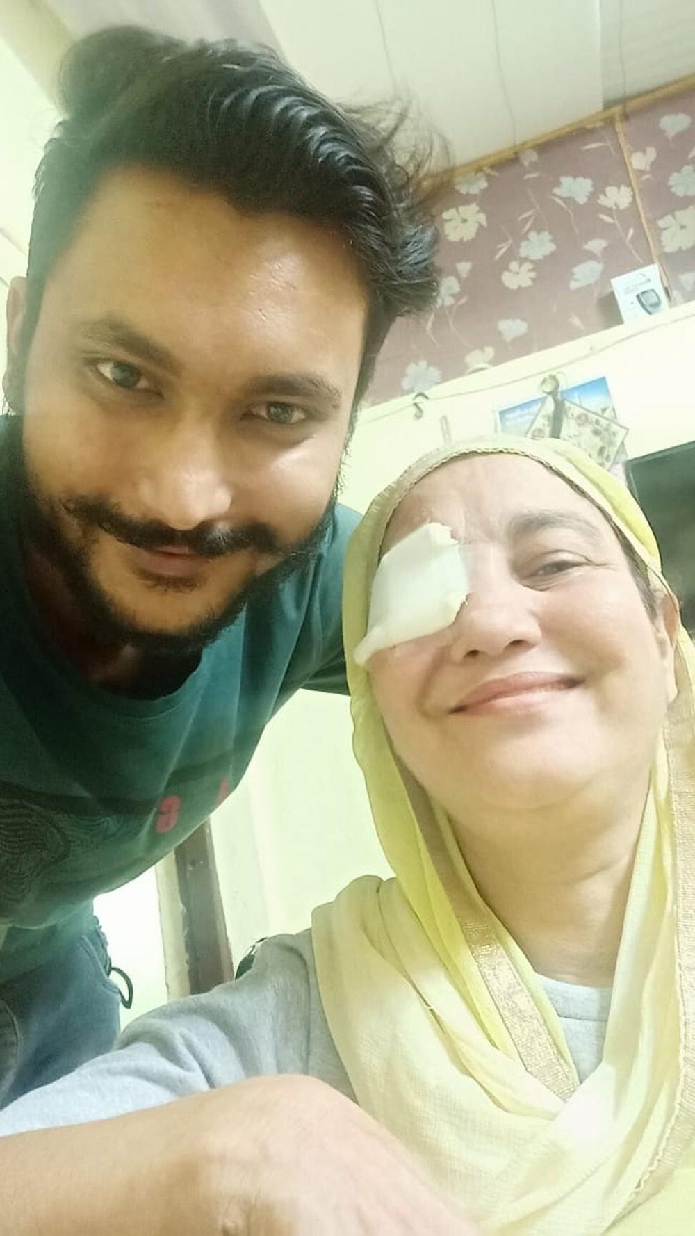 Đêm qua, tôi phải múc bỏ mắt một bệnh nhân trước khi nhiễm trùng ăn lên não - Bác sĩ nói về cơn ác mộng đang tấn công Ấn Độ sau Covid-19 - Ảnh 2.