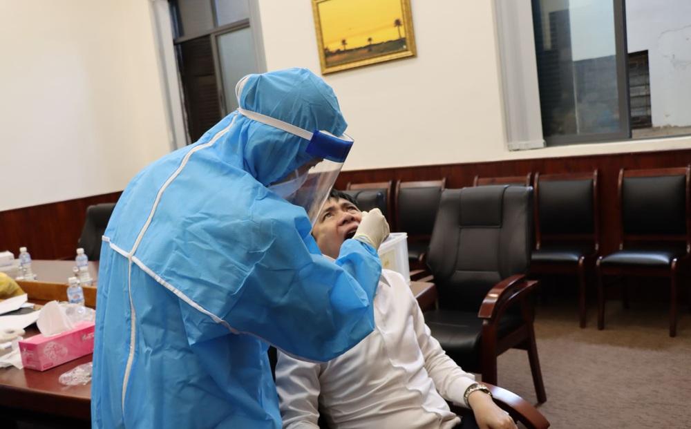 2 trường hợp dương tính với SARS-CoV-2 mới phát hiện ở Hà Nội đều có 1 lần âm tính