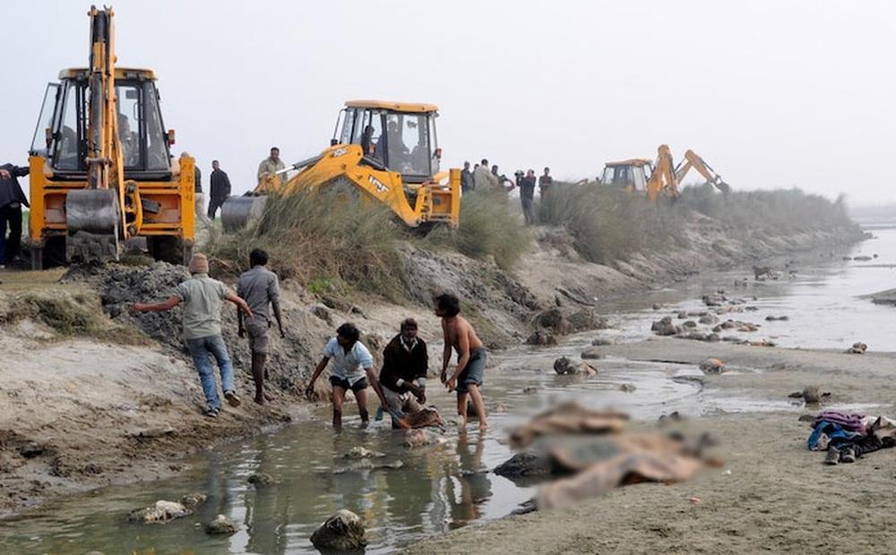 Thi thể nạn nhân Covid-19 trôi sông Ấn Độ: Liệu có nguy cơ phát tán virus?