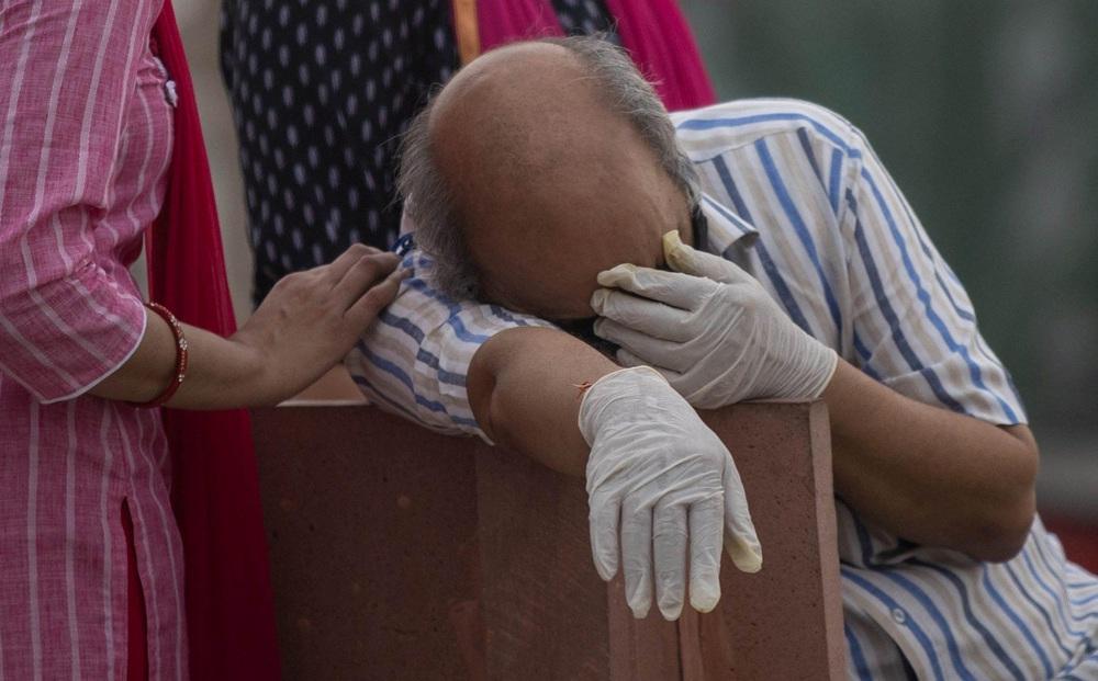 """WHO: Virus đột biến Ấn Độ đã lây mạnh sang 44 nước, làng quê đất nước tỉ dân đối mặt với khủng hoảng """"5 không"""""""