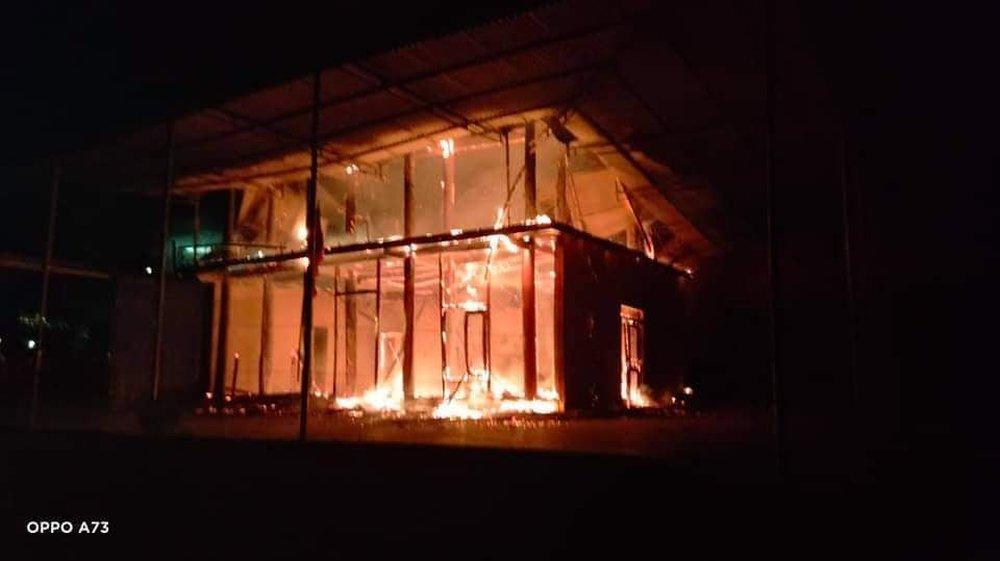 Căn nhà gỗ 2 tầng của Chủ tịch Hội nông dân xã bị lửa thiêu rụi lúc rạng sáng - Ảnh 2.