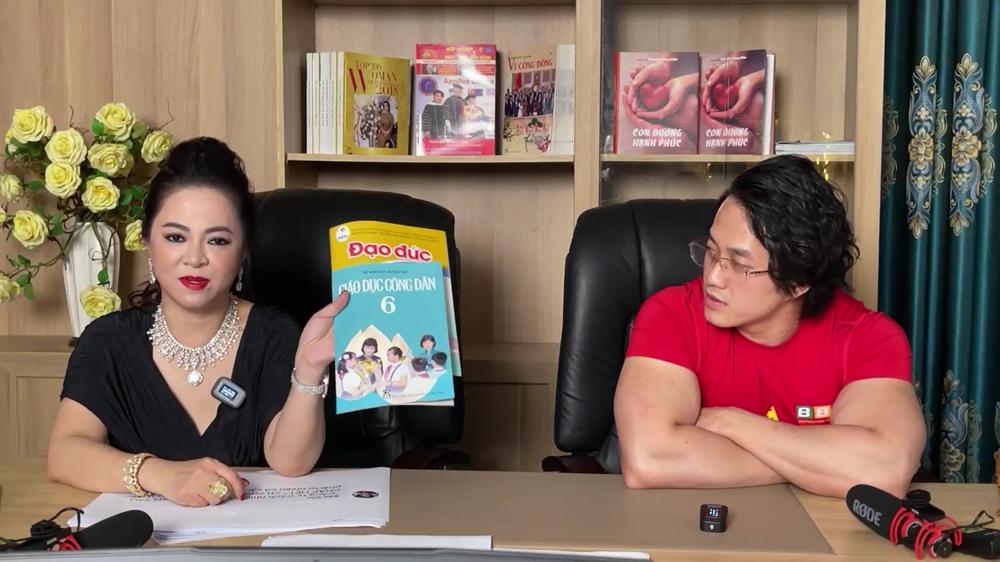 Bà Nguyễn Phương Hằng tuyên bố gửi sách đạo đức Cát Phượng tặng Duy Nguyễn đến nhà Lư Hoàng Gia Bảo - Ảnh 1.
