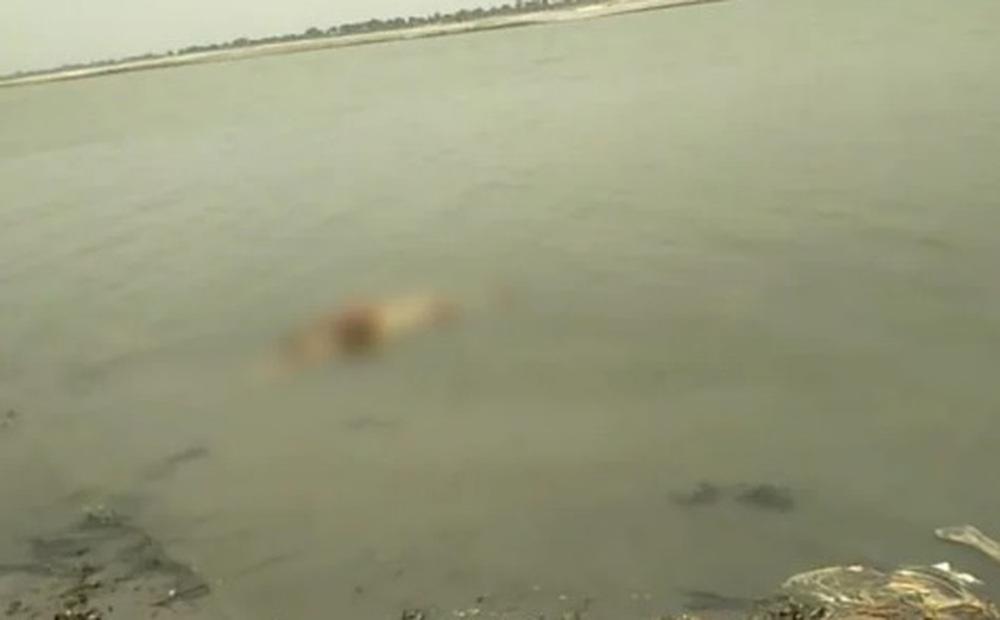 Lý do đau xót đằng sau những thi thể bị cháy 1 nửa trên sông Ấn Độ