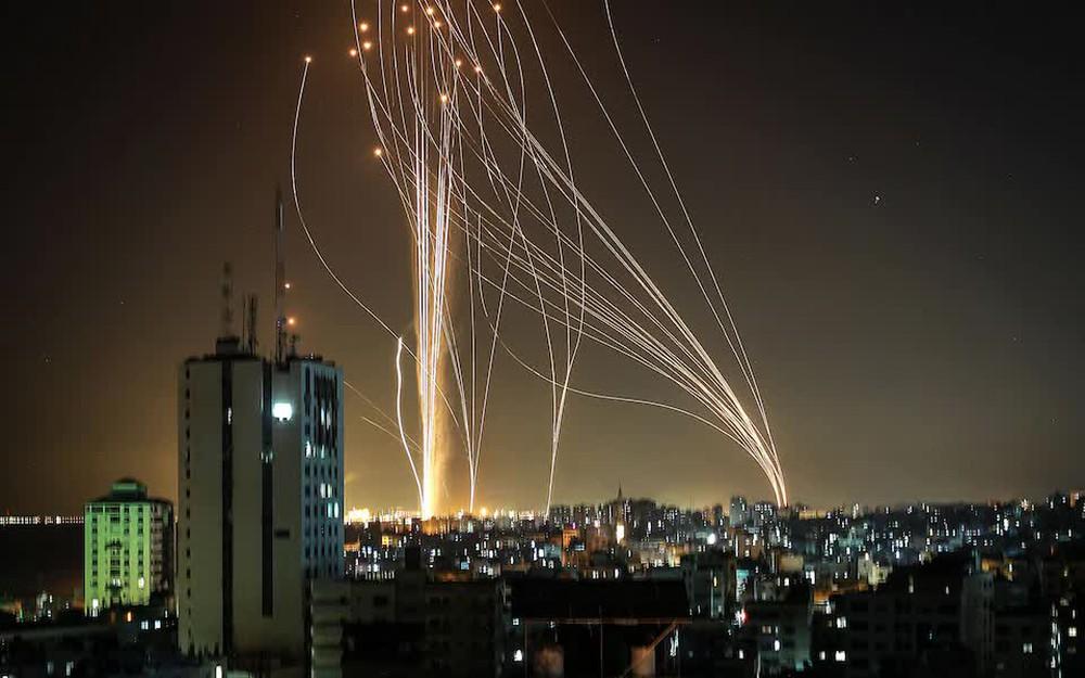 """Tên lửa Hamas ào ạt tấn công, xé toạc"""" lá chắn thép của Israel: Vòm Sắt thất thủ! - Ảnh 3."""