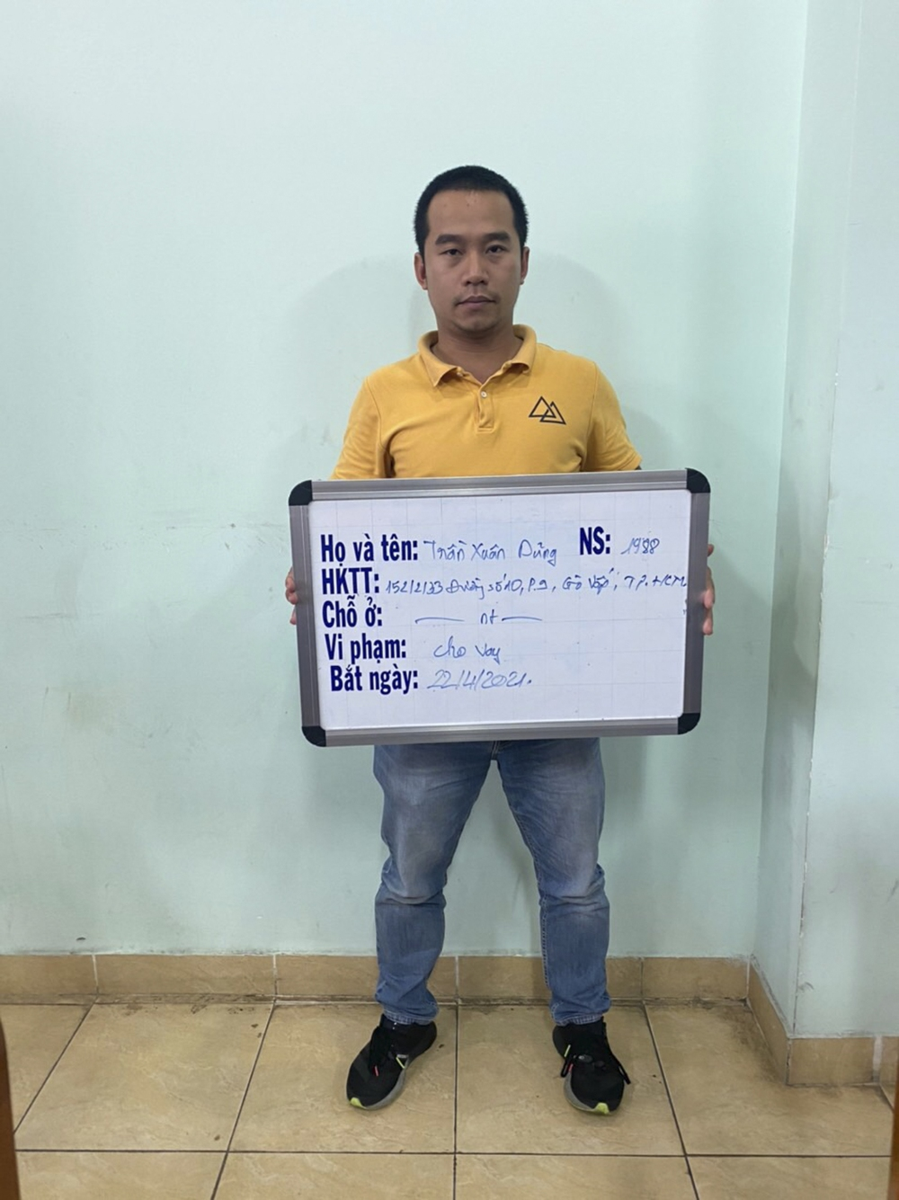 Khởi tố người đàn ông thuê nhóm người tạt sơn nhà con nợ ở Sài Gòn - Ảnh 1.