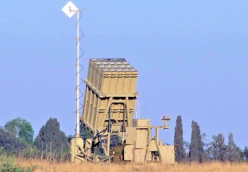 Hệ thống phòng thủ Vòm Sắt của Israel có phải không thể xuyên thủng? - Ảnh 2.