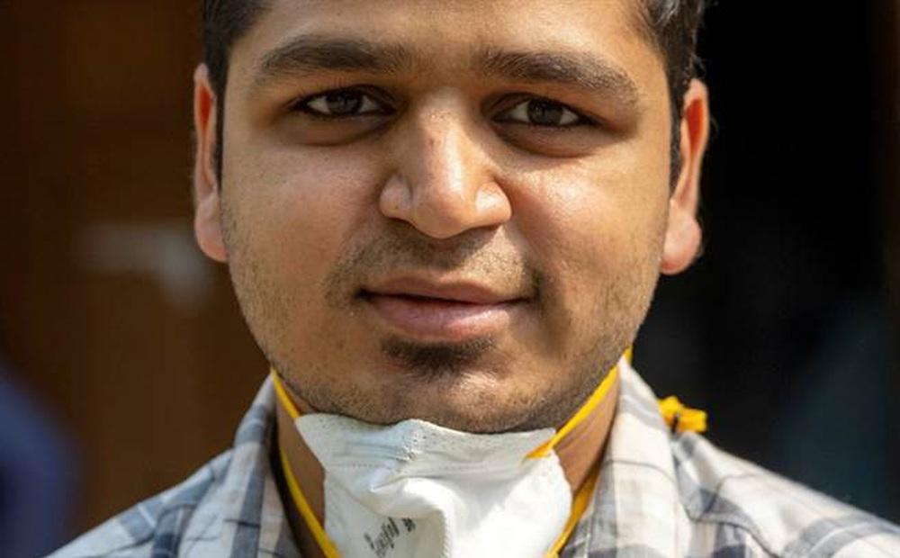 Theo chân ca trực dài 27 giờ của bác sĩ Ấn Độ mới vào nghề: Buộc phải lựa chọn cứu ai, bỏ ai