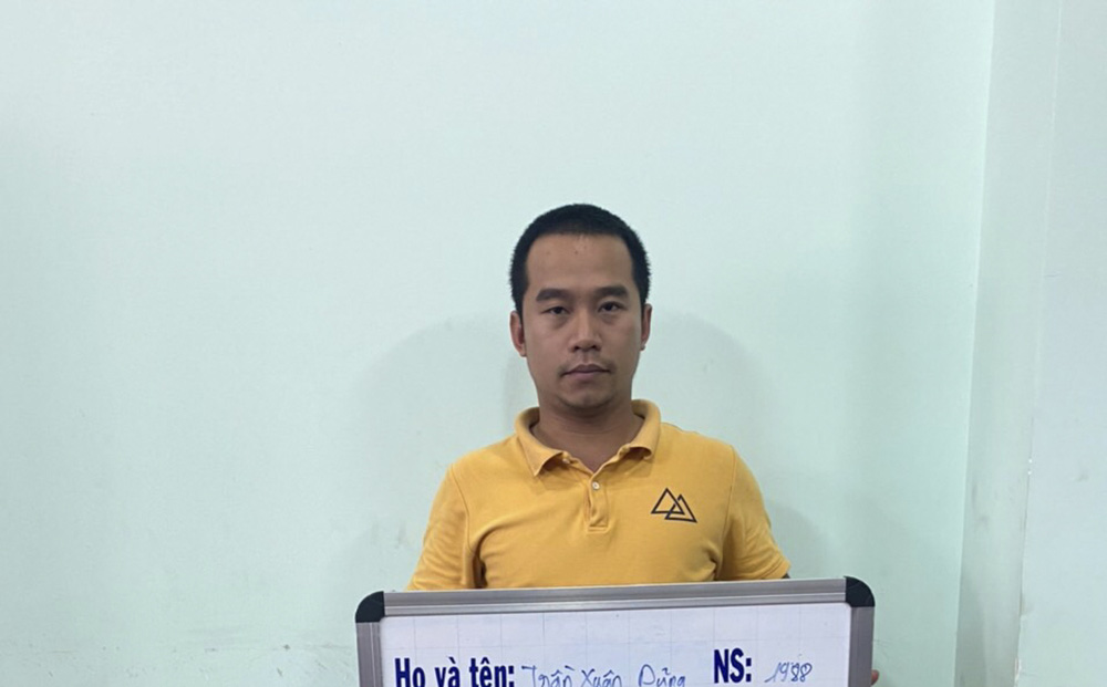 """Khởi tố người đàn ông """"thuê"""" nhóm người tạt sơn nhà con nợ ở Sài Gòn"""