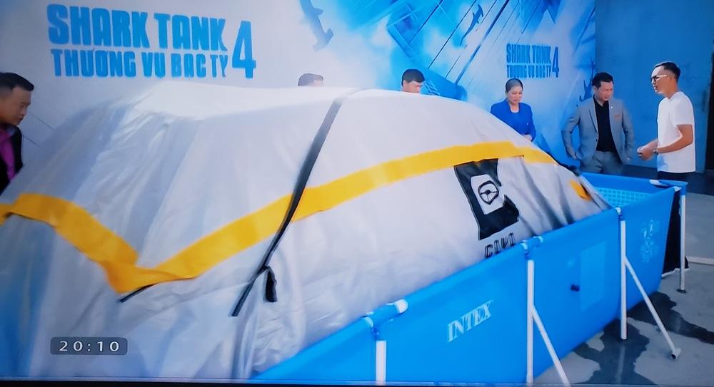 """""""Mãnh hổ nan địch quần hổ"""", Shark Hưng liên thủ Shark Liên đánh bạt gió đông của Shark Bình, chiêu mộ startup túi bạt chống ngập ô tô - Ảnh 1."""
