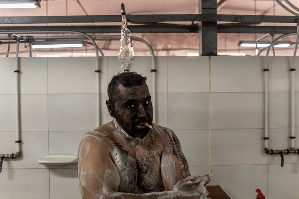 7 ngày qua ảnh:  Phạm nhân chen chúc trong nhà tù đông đúc ở El Salvador - Ảnh 7.