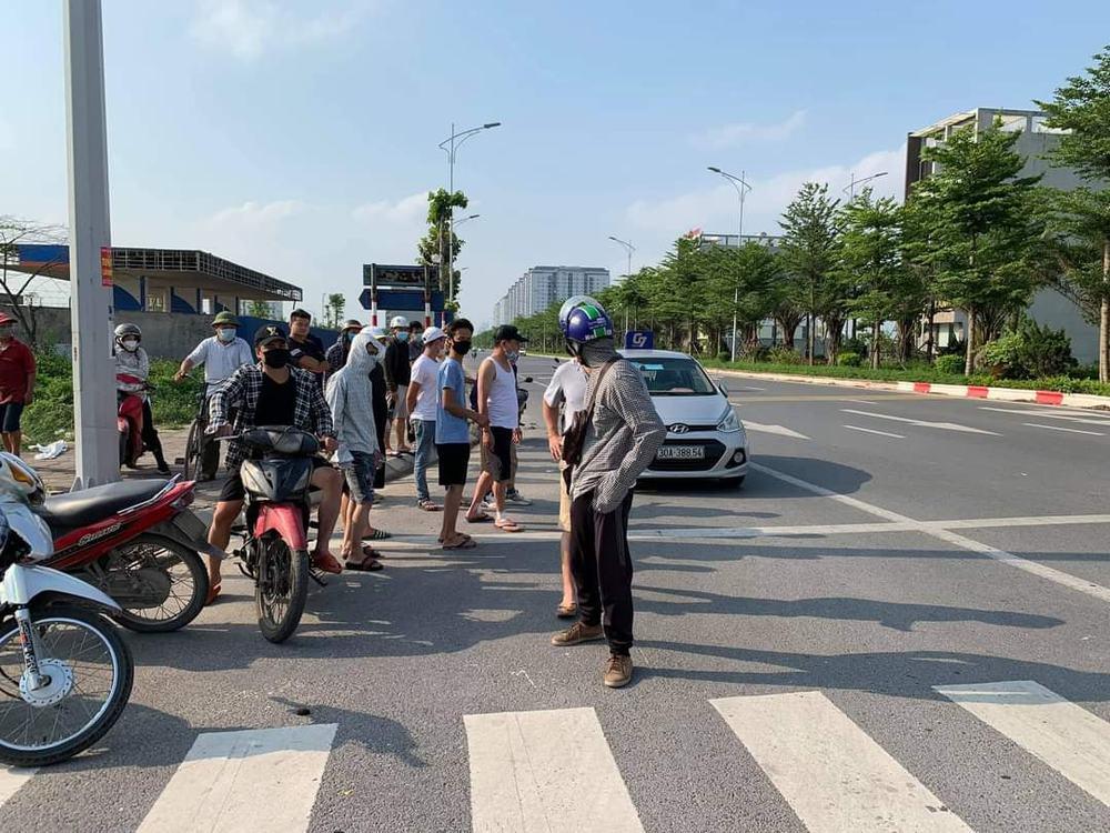 Hà Nội: Vừa rút dao đâm tài xế taxi trọng thương, tên cướp bị bắt tại trận - Ảnh 1.