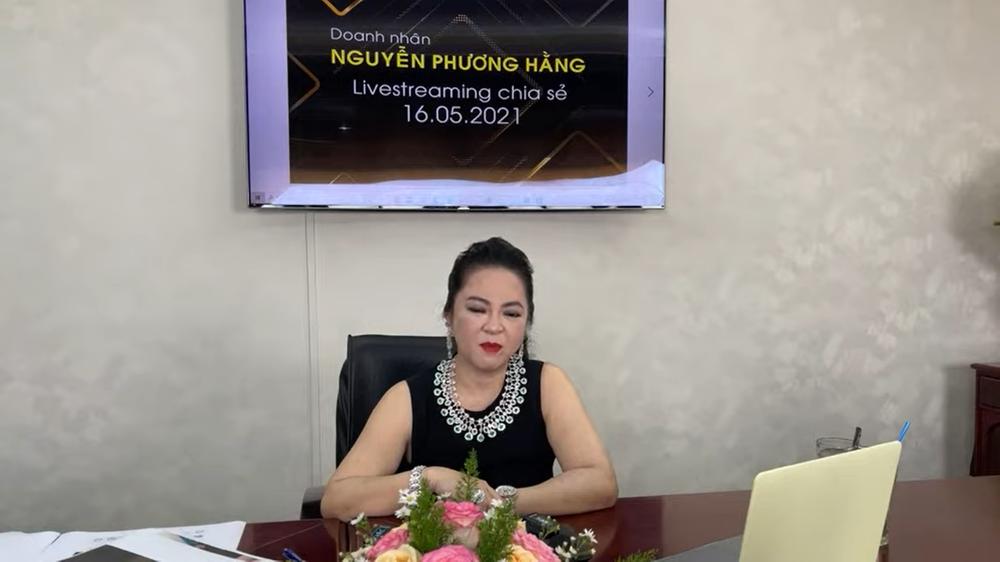 Bà Nguyễn Phương Hằng: Tôi sẽ lấy Hồng Vân ra thí điểm để làm gương cho nghệ sĩ khác - Ảnh 1.