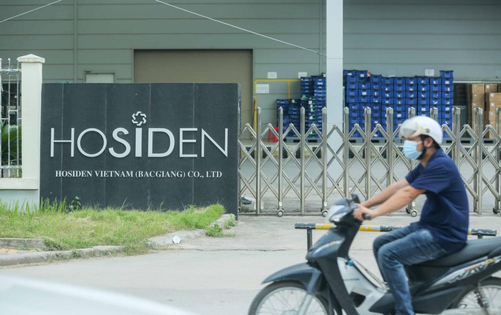 CLIP: Cận cảnh phong toả công ty Hosiden, ổ dịch có gần 200 ca Covid-19 - Ảnh 3.