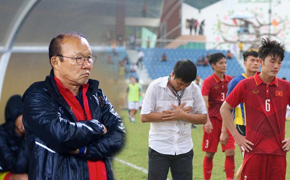 """Sau cú """"ho khẽ"""" của bầu Đức, HLV Park Hang-seo đang phải đối mặt với """"bóng ma Hữu Thắng"""""""