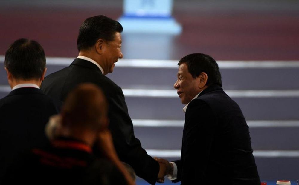 Đừng làm thế! - Ông Duterte tiết lộ lời thì thầm đáng sợ của ông Tập Cận Bình về biển Đông
