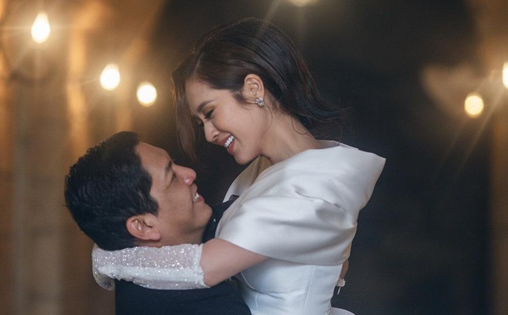 """Đăng ảnh kỷ niệm 13 năm ngày cưới, Đức Thịnh nhắn Thanh Thuý: """"Dễ gì em bỏ được anh"""""""