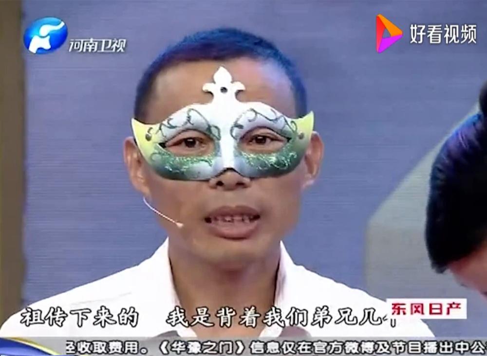 Người đàn ông đeo mặt nạ đi kiểm định vì sợ bảo vật của mình quá giá trị: Kết quả ra sao? - Ảnh 1.