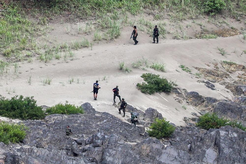 Quân đội Myanmar và nhóm vũ trang giao tranh dữ dội gần biên giới - Ảnh 2.