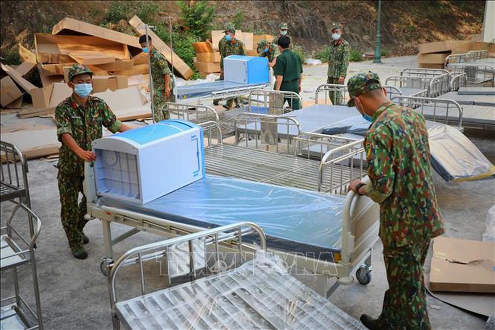 Đàm Vĩnh Hưng tặng 100 giường bệnh, đấu giá đồ quý ủng hộ Bắc Giang, Bắc Ninh - Ảnh 1.
