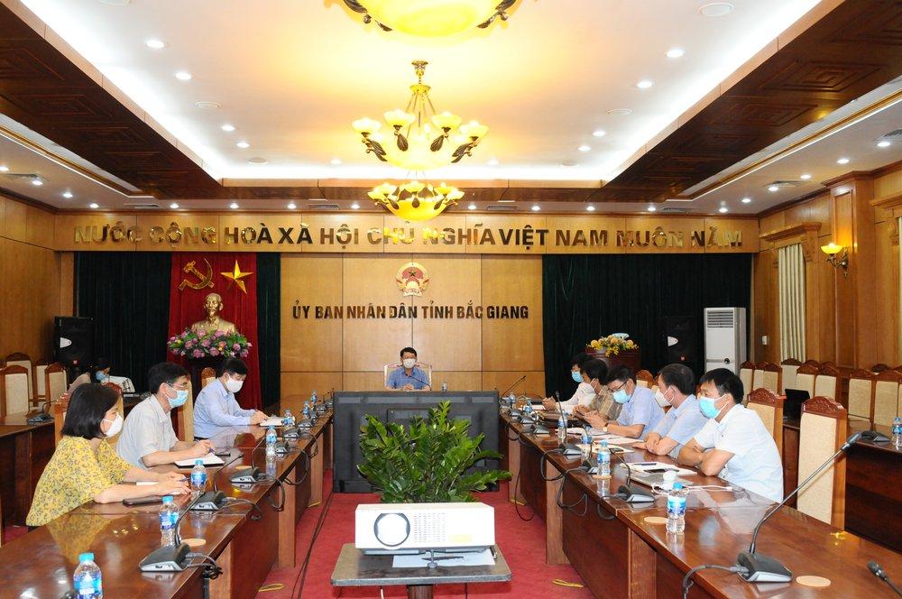 Họp khẩn tiểu ban điều trị COVID-19 tỉnh Bắc Giang: Bệnh nhân dồn dập, nhưng quyết tâm không có ca tử vong - Ảnh 1.