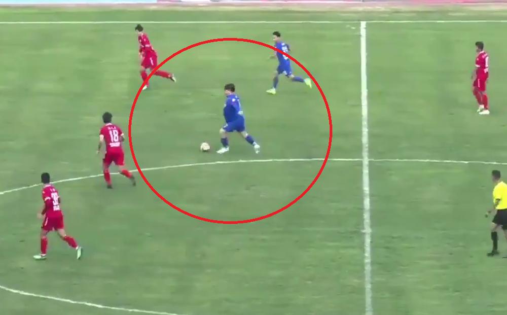 Cận cảnh màn trình diễn thảm họa của chủ tịch đội bóng Trung Quốc nặng 126kg đòi vào sân thi đấu