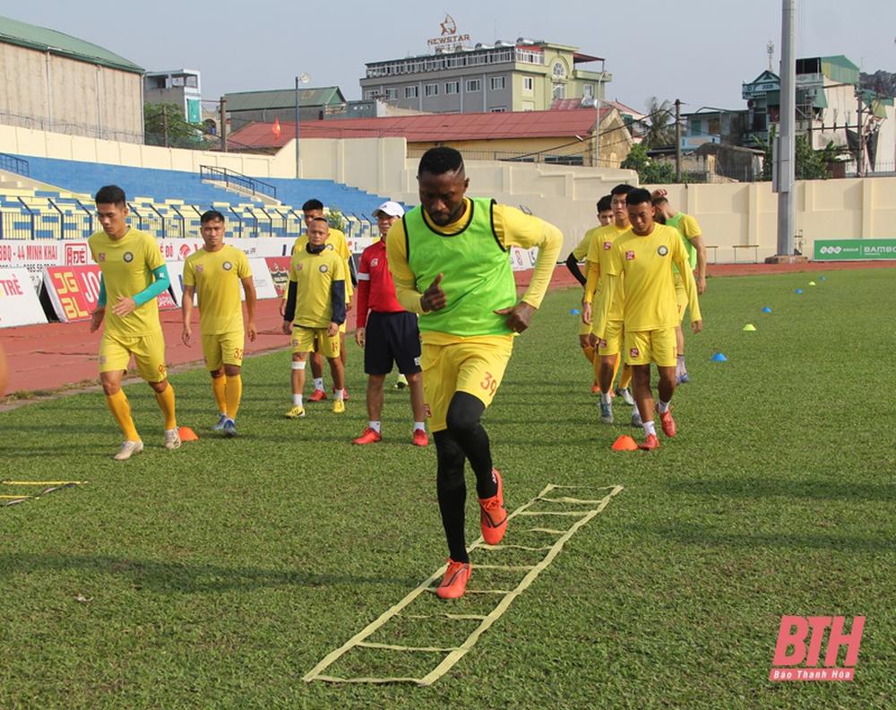 Sếp CLB Thanh Hóa nói lời cứng rắn, khuyến khích Samson kiện lên FIFA - Ảnh 1.