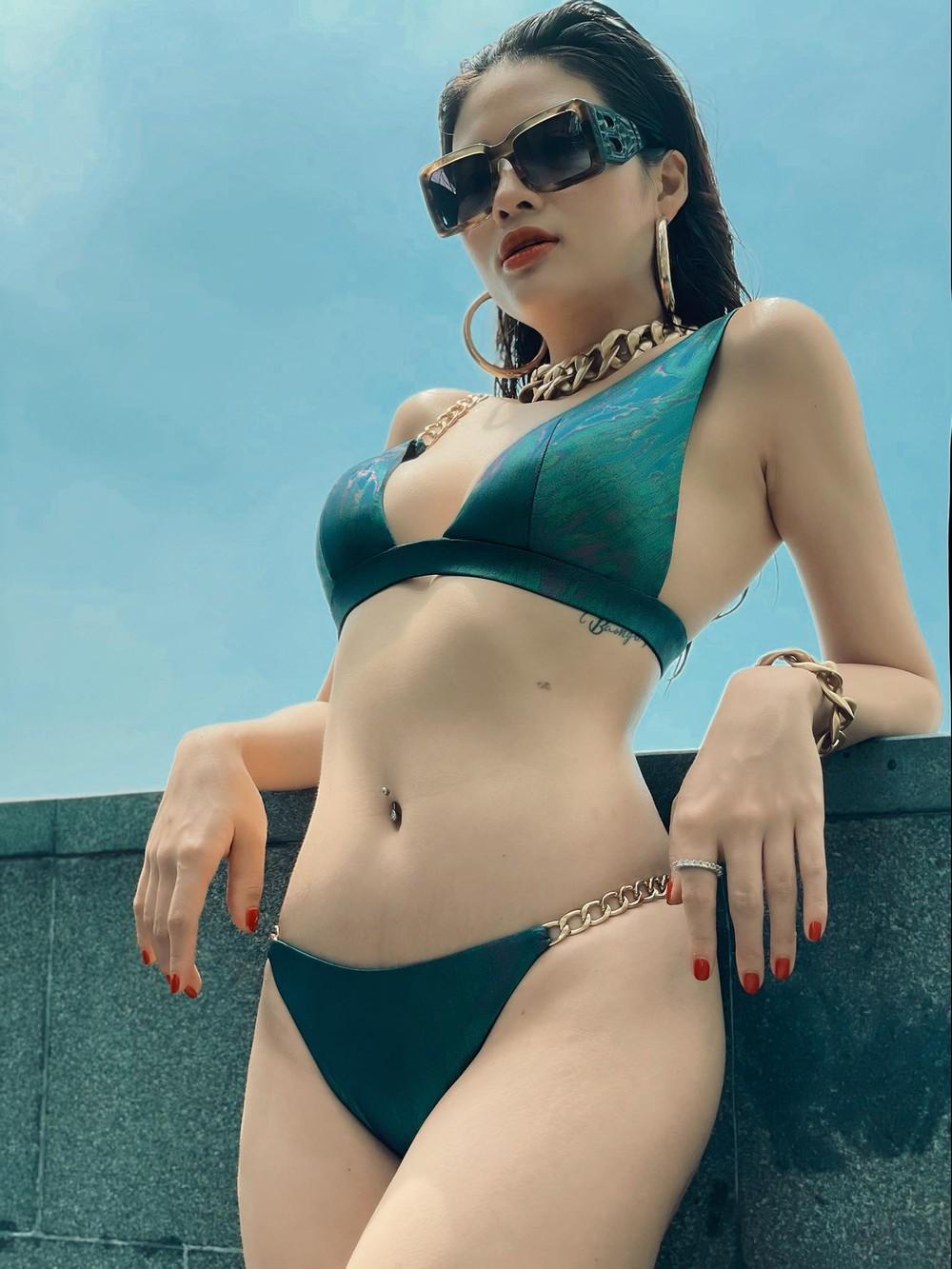 Mời Trâm Anh và dàn người đẹp nóng bỏng làm mẫu bikini, Phan Hoàng Thu gặp rắc rối - Ảnh 1.