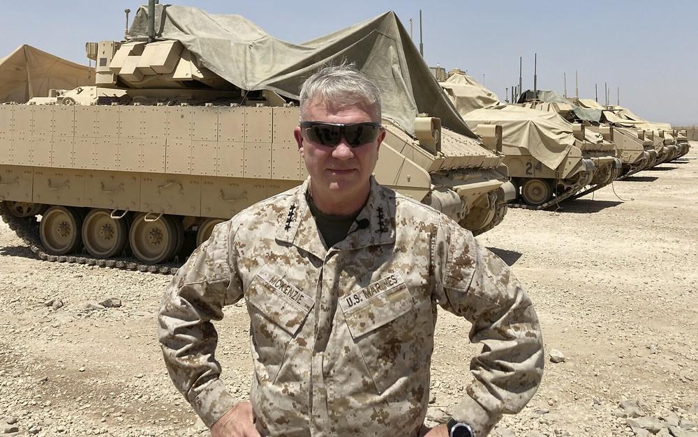Tướng Mỹ khiếp sợ trước thứ vũ khí rẻ như bèo của Iran, một loạt căn cứ bị tấn công - Ảnh 2.