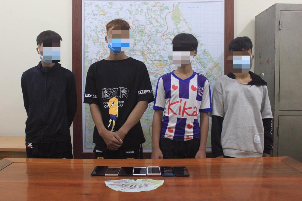 Nhóm học sinh cấp 2 đập phá hàng loạt kính ô tô của khách du lịch rồi trộm tài sản - Ảnh 2.