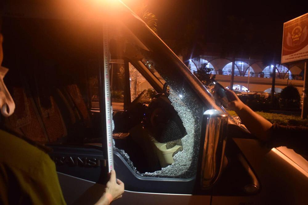 Nhóm học sinh cấp 2 đập phá hàng loạt kính ô tô của khách du lịch rồi trộm tài sản - Ảnh 1.