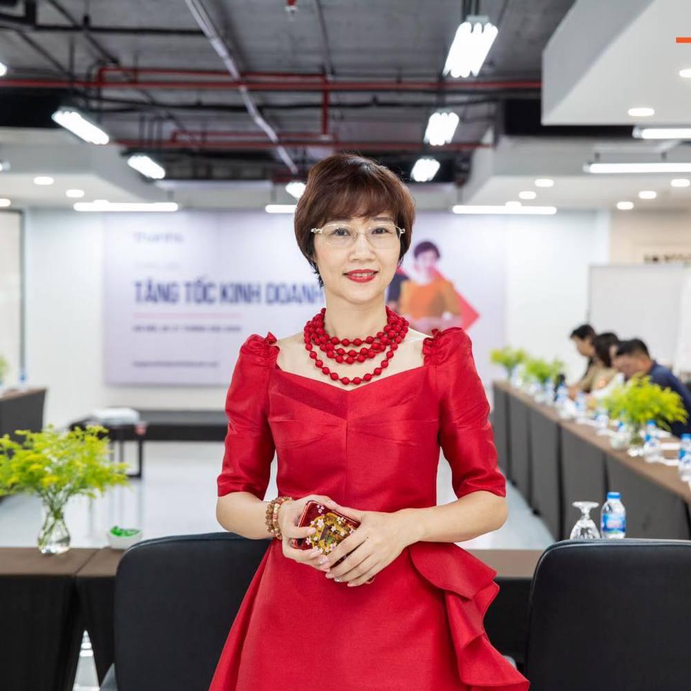 Vì sao livestream của bà Nguyễn Phương Hằng - vợ ông Dũng lò vôi ngày càng nóng? - Ảnh 1.