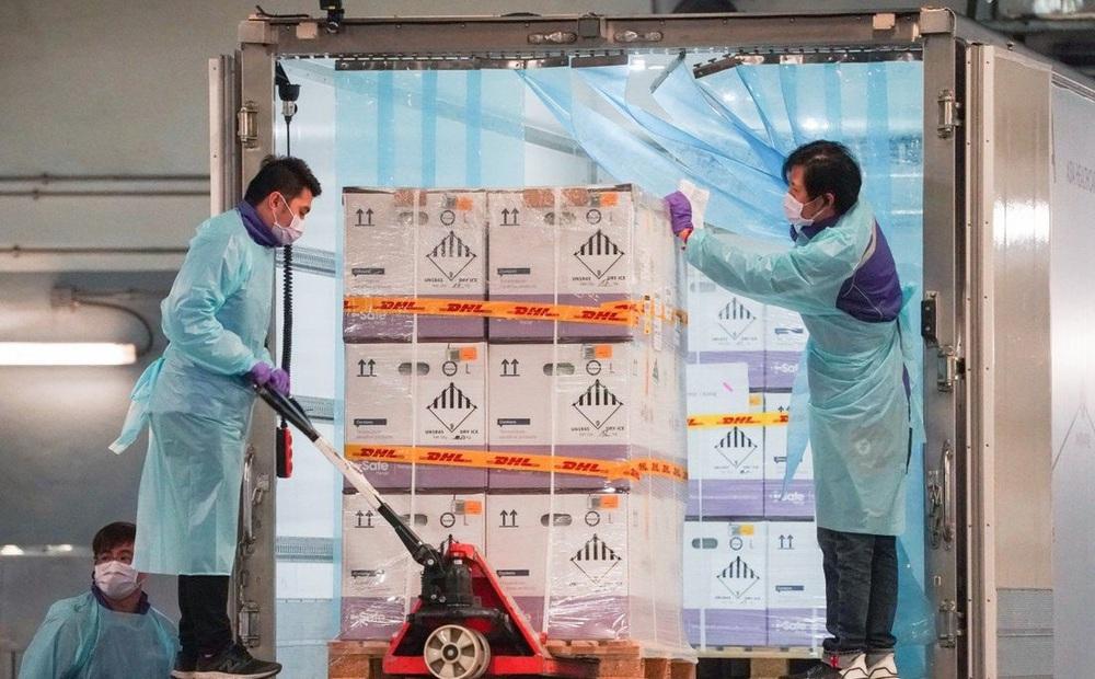 """Hàng triệu liều vaccine Covid-19 mòn mỏi đợi trong kho khiến cả thành phố """"nhức não"""""""