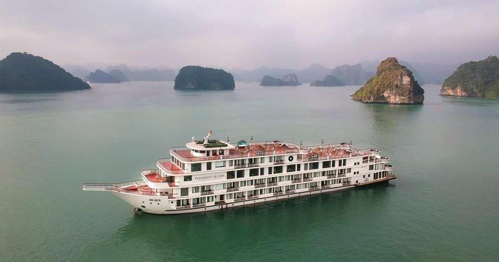 Quảng Ninh cách ly du thuyền 5 sao cùng 182 người trên vịnh Hạ Long - Ảnh 1.
