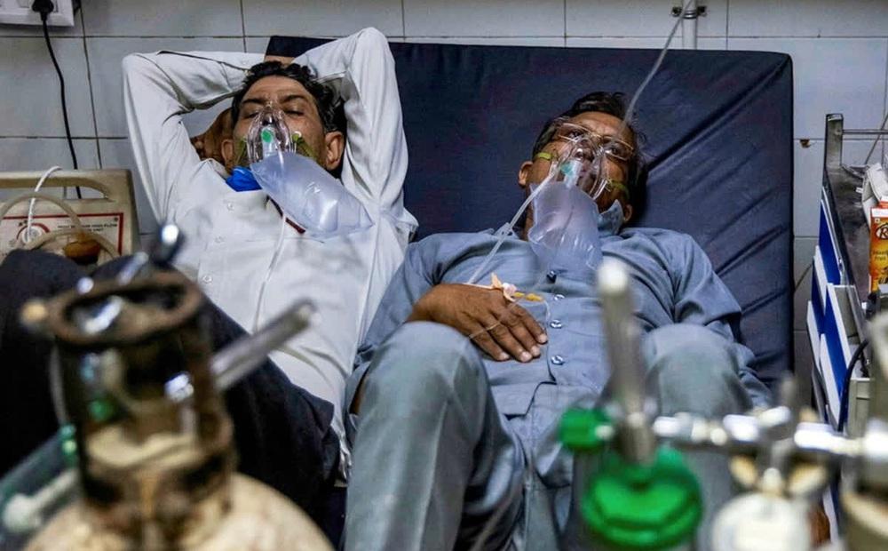 Ấn Độ: Chở cha bị Covid-19 đi 8 tiếng không tìm được bệnh viện, người con đưa ra quyết định đau lòng