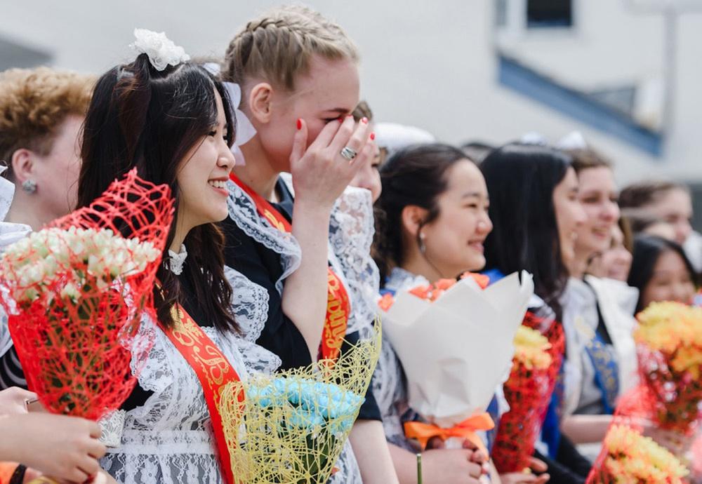 7 ngày qua ảnh:  Nữ sinh Nga bật khóc trong lễ chia tay tuổi học trò - Ảnh 2.