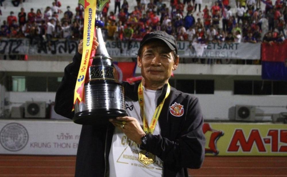 Nóng: Đội bóng ở Việt Nam đàm phán chiêu mộ HLV người Thái Lan sau hiệu ứng Kiatisuk