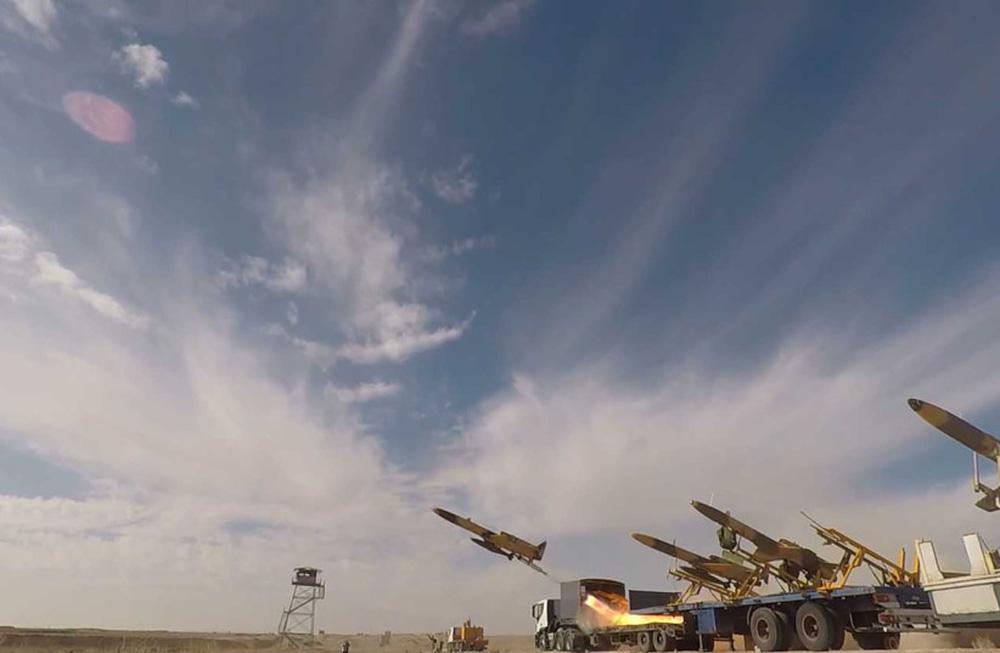 UAV Iran tấn công căn cứ tuyệt mật của CIA: Tên lửa Patriot Mỹ đứng như trời trồng! - Ảnh 1.